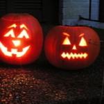 2-lit-halloween-pumkins-1258876